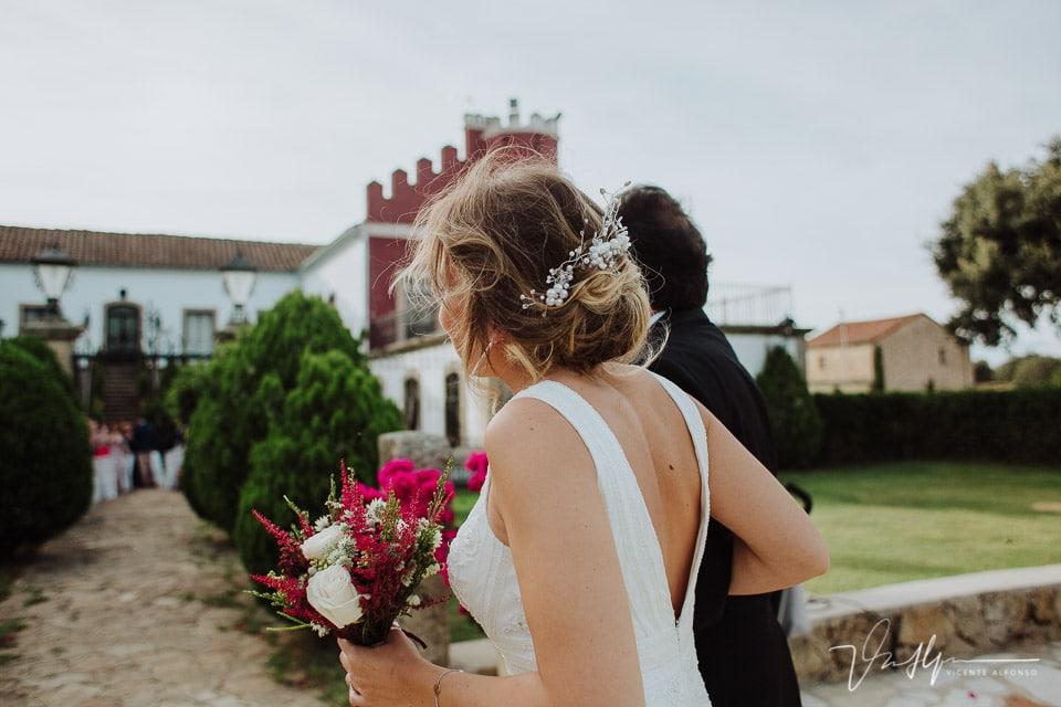 Llegada de la novia a la ceremonia en la Finca el Torreón de las Veredillas