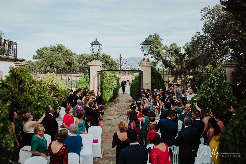 Entrada de la novia en la ceremonia en la Finca el Torreón de las Veredillas