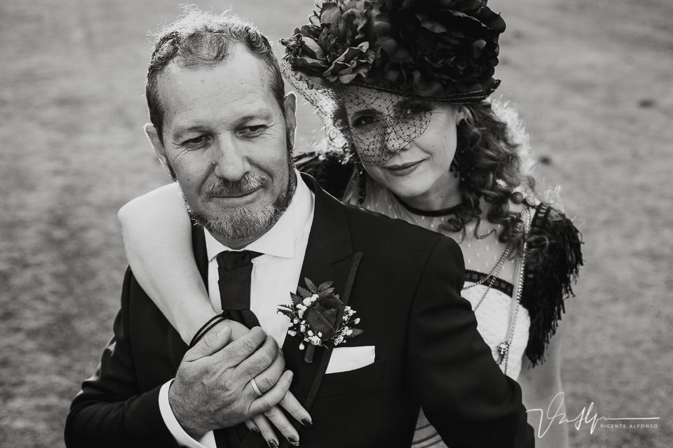 Retrato de novios muy originales en el reportaje de boda