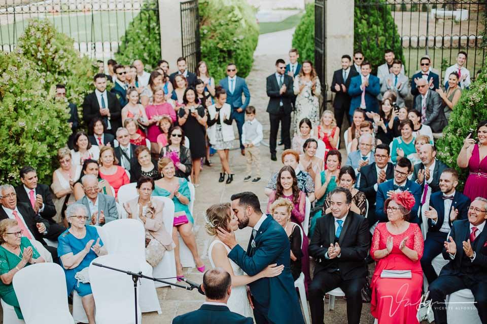Beso al terminar la ceremonia la Finca el Torreón de las Veredillas