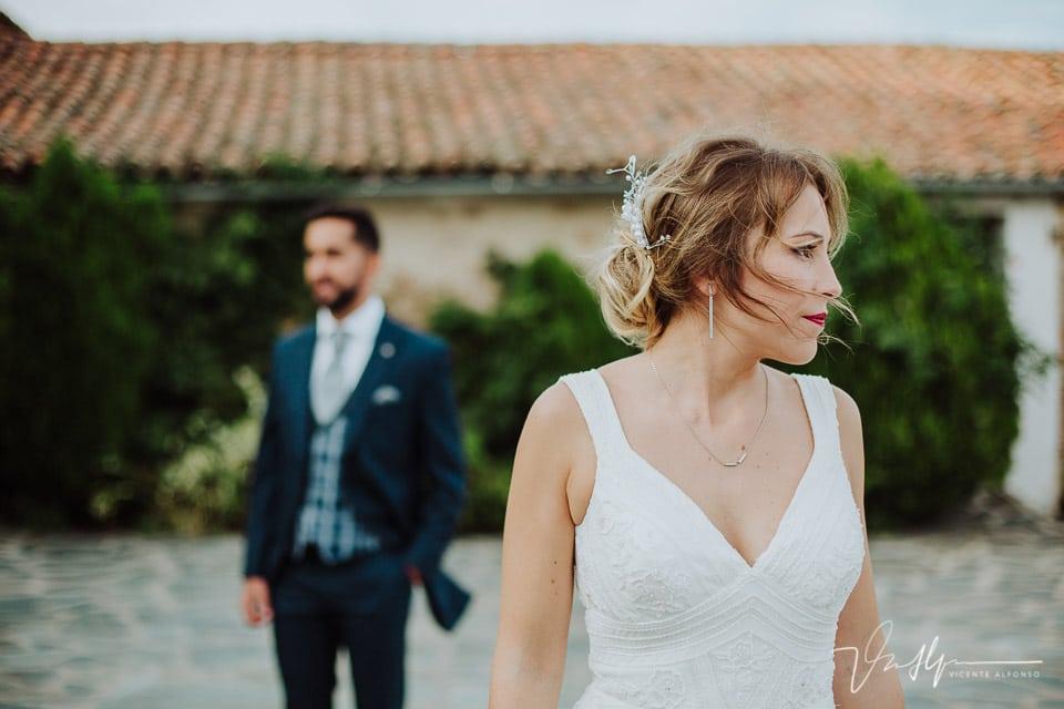 Detalle pelo al viento de la novia en el reportaje de fotos