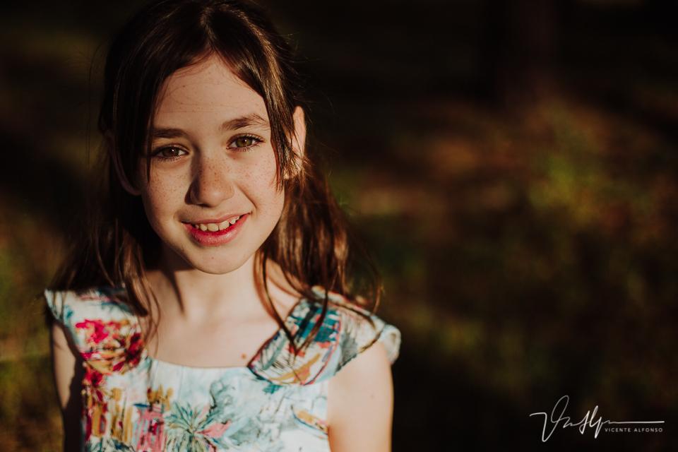 Retrato de niña en el campo