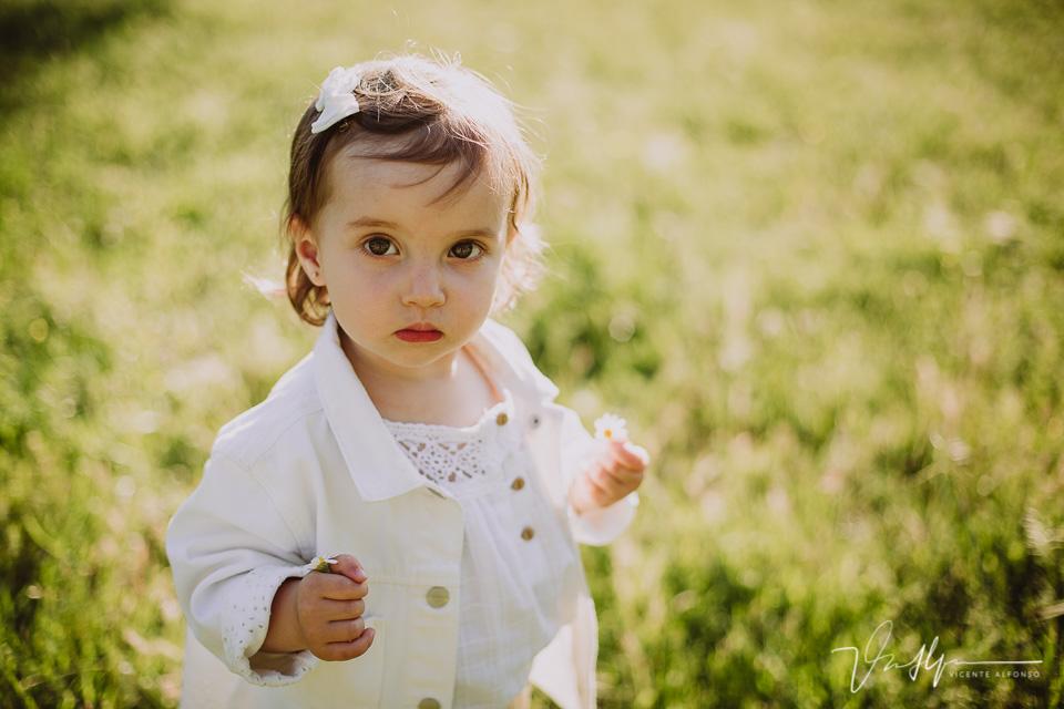 Retrato a niña en exteriores