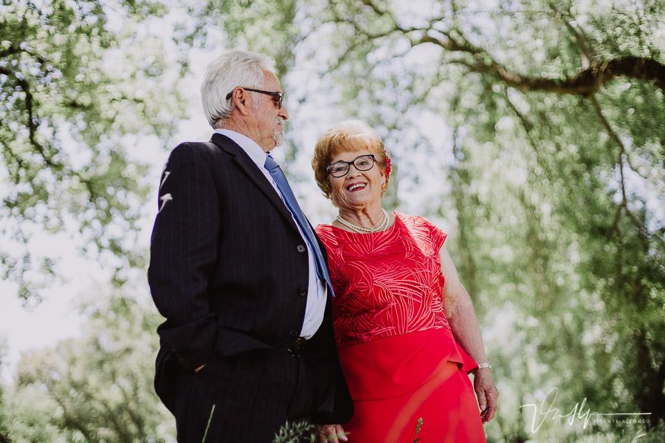 Abuelos después de sus bodas de oros