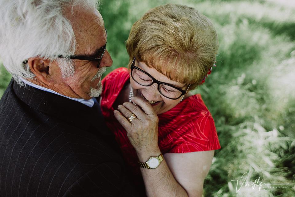 Una parejita de ancianos en sus bodas de oro