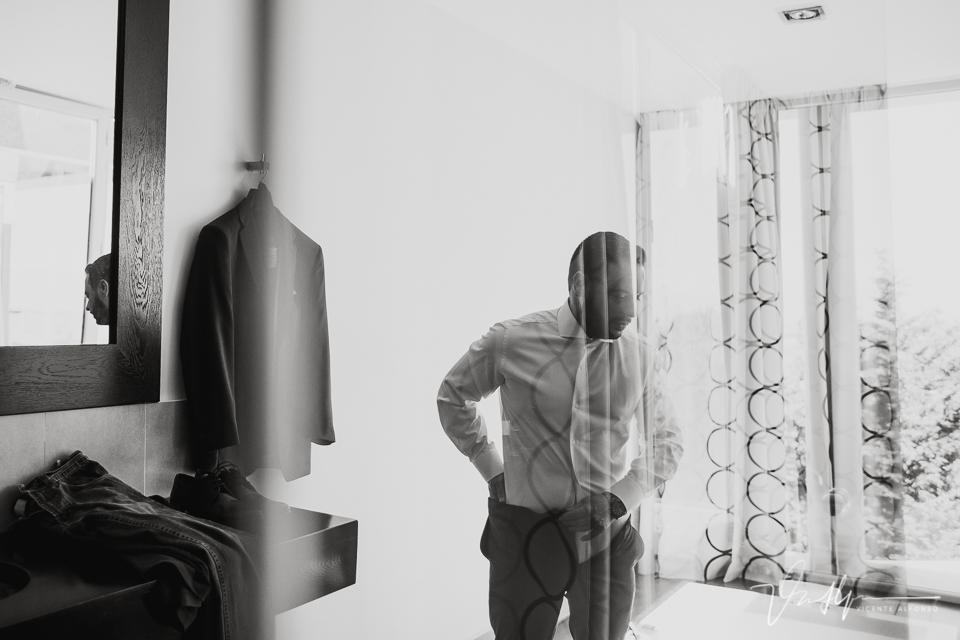 Novio y las transparencias en el baño