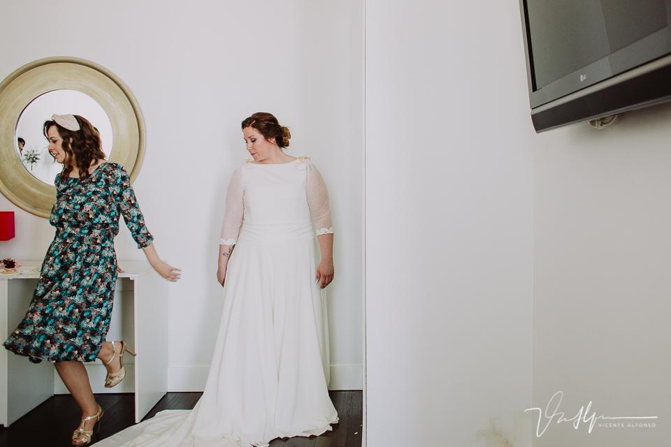 La novia se termina de vestir