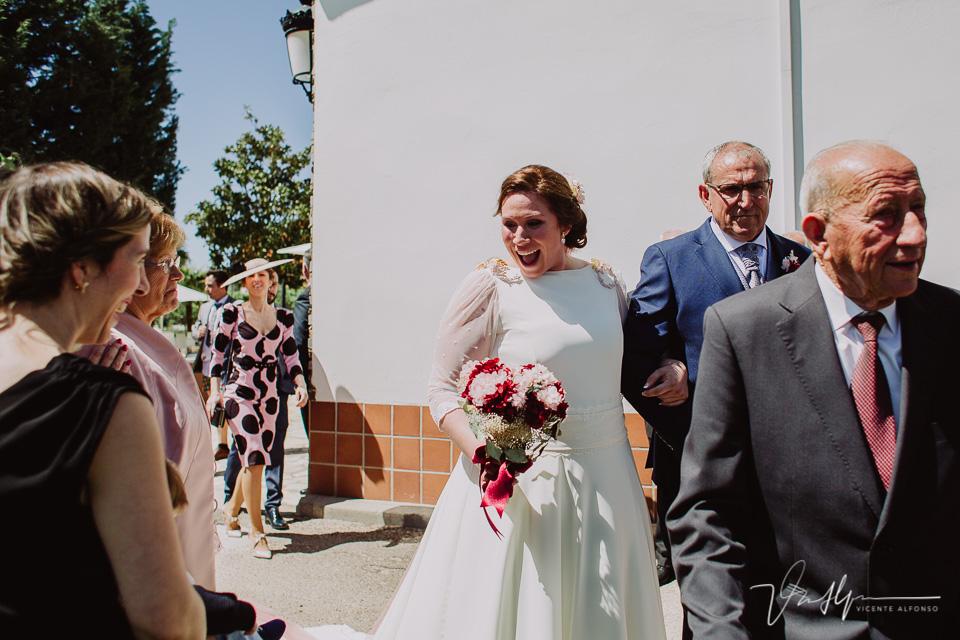 La novia llegando a la cermeonia