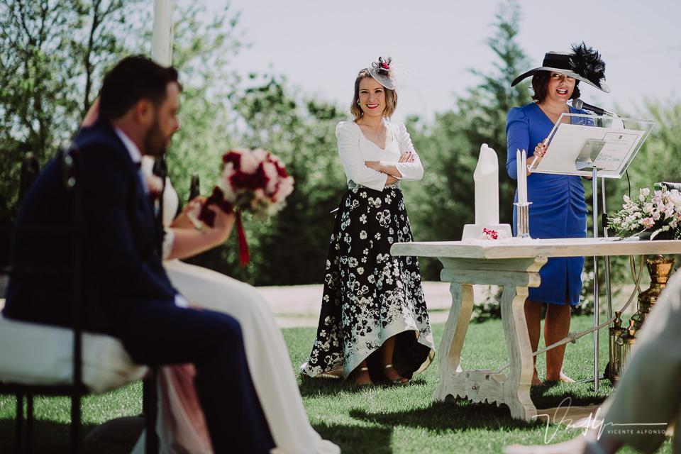 Charla de la amiga de la novia