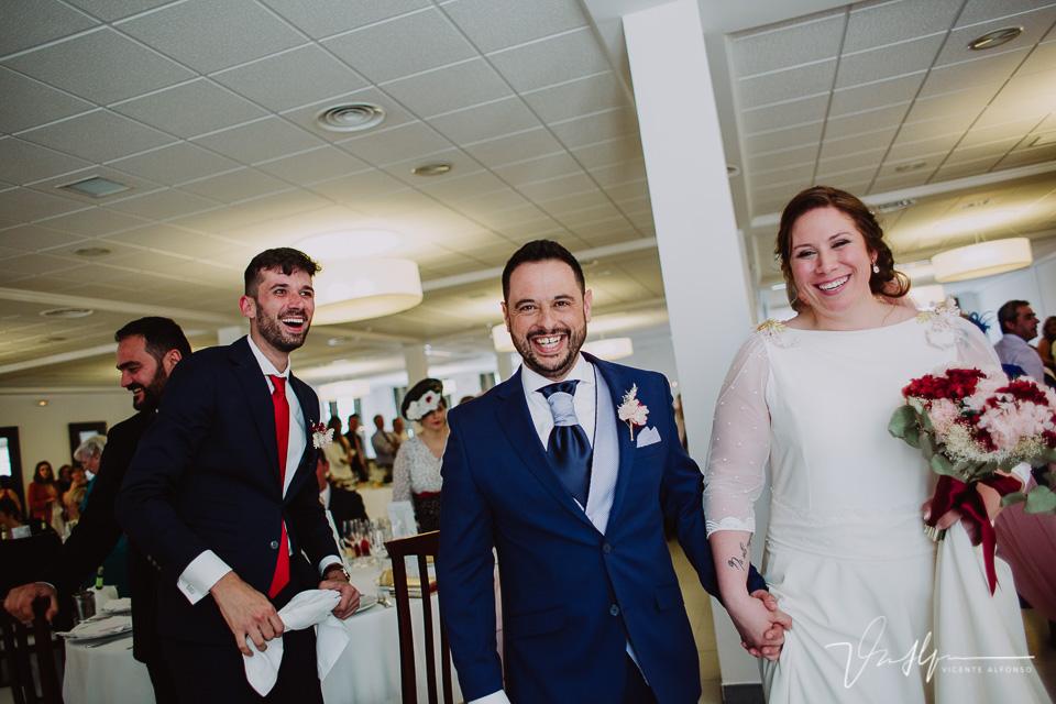 Novios entrando boda