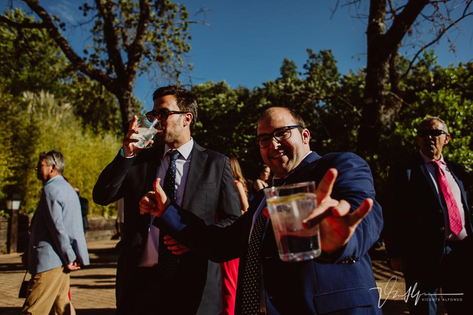 Fotografía de boda de ambiente en el ruta imperial en la Vera, música en directo 09