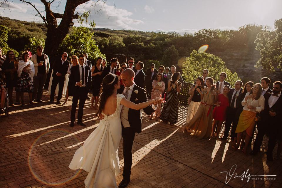 Fotografía del baile de boda en el ruta imperial en exteriores en la vera 04