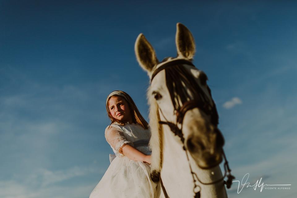 Montando a caballo el día de la comunión