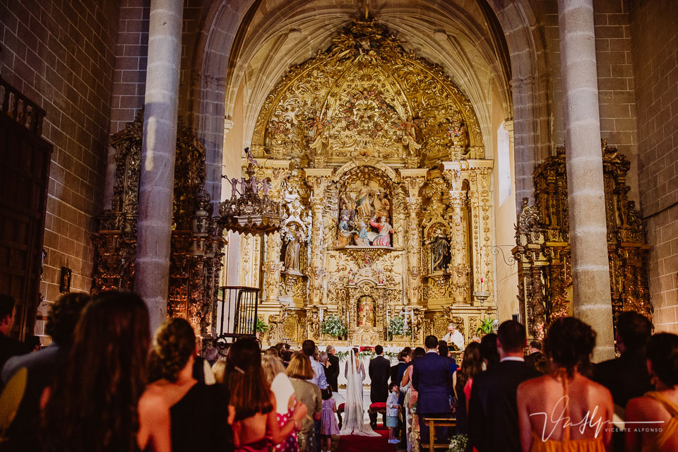 Reportaje de boda en Pasarón de la Vera en la iglesia