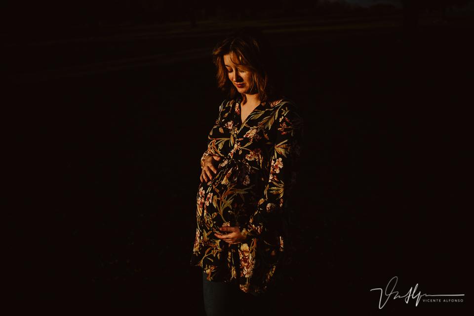 Fotografía de embarazos diferente en exteriores