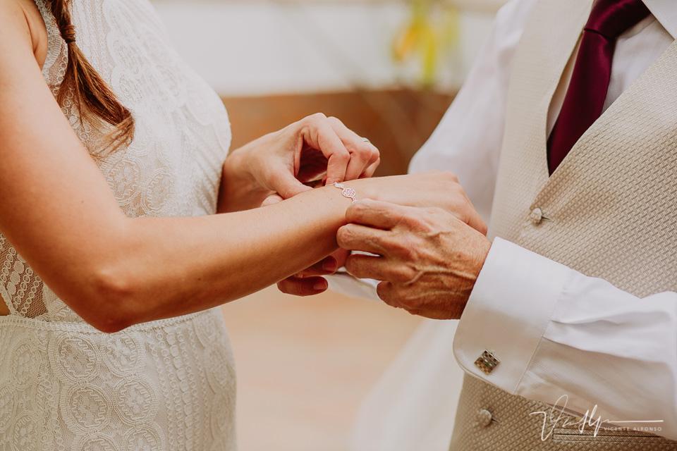 Reportajes de boda naturales, detalles de la novia 05
