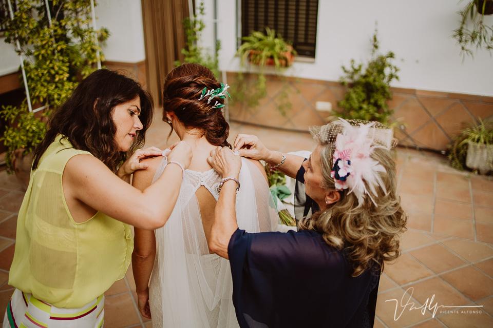 Reportajes de boda naturales, detalles de la novia 07