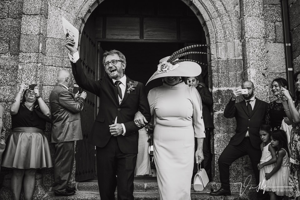 Fotografía de bodas 2021 - salida de la ceremonia 01