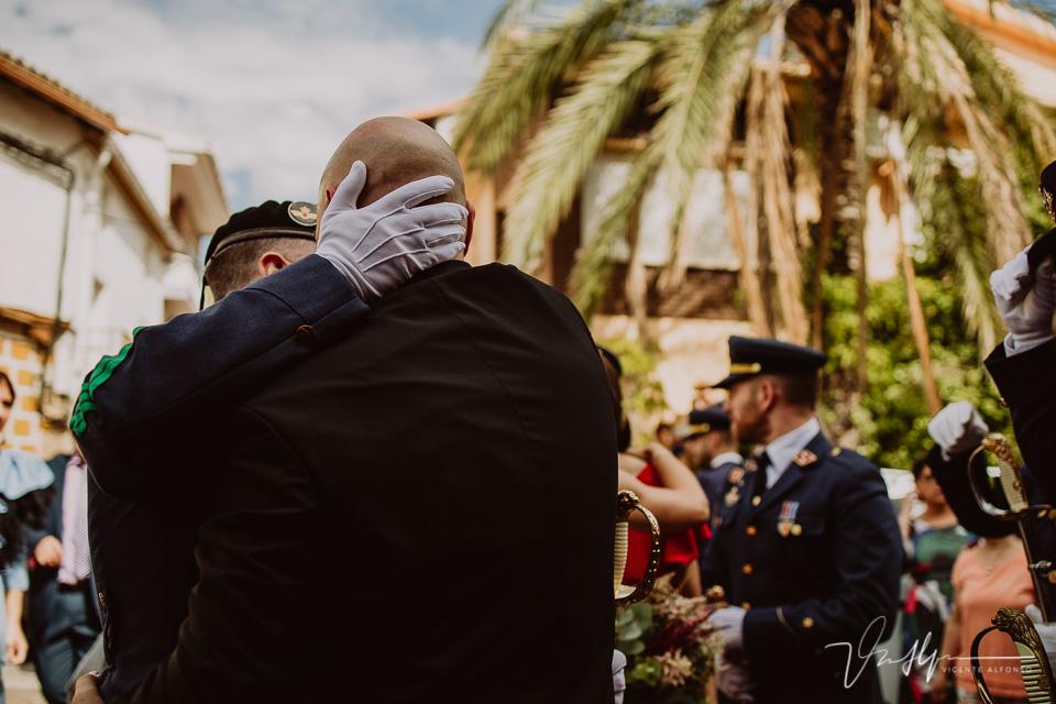 Fotografía de bodas 2021 - salida de la ceremonia con espadas 06