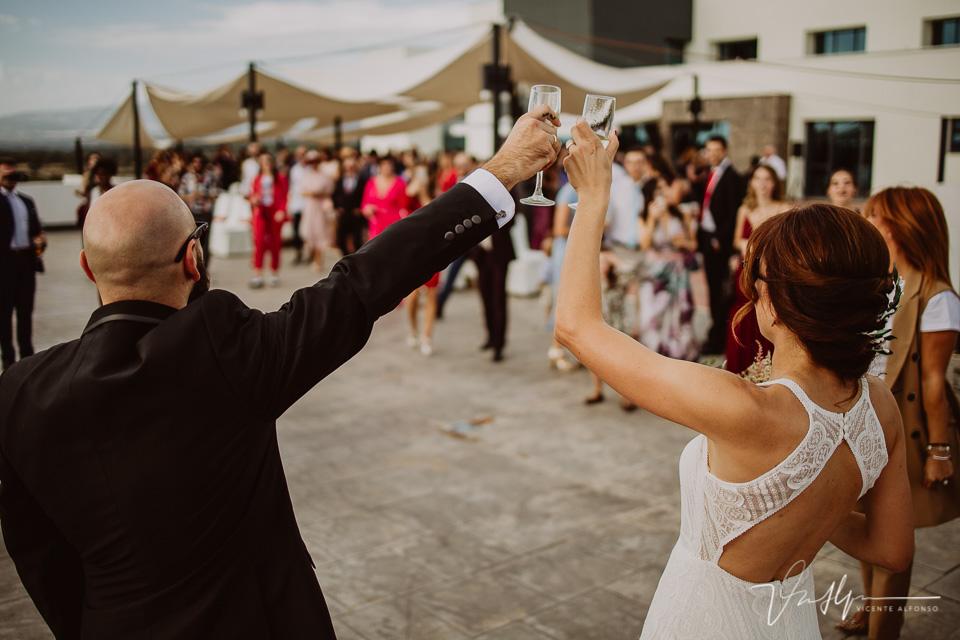 Reportajes de boda, llegada al cóctel 05