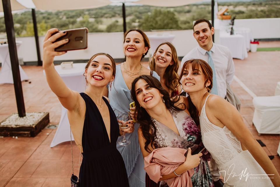 Reportajes de boda, llegada al cóctel 25